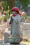 Het miniatuur Bevindende Standbeeld van Boedha binnen Okunoin-Begraafplaats in Wakayama, Japan Royalty-vrije Stock Foto