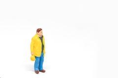 Het miniatuurconcept van de de veiligheidsbouw van de mensenarbeider op witte bac Stock Foto's