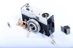 Het miniatuurmensen werken stock fotografie