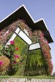 Het Mirakeltuin van Doubai - Huis met Bloemen wordt gevuld die Royalty-vrije Stock Foto's