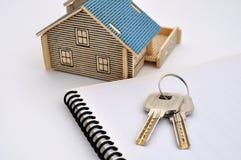 Het model en de sleutel van het huis Royalty-vrije Stock Foto