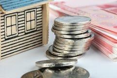 Het model en het geld van het huis Stock Afbeeldingen