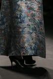 Het model loopt de baan bij de Vivienne Tam-modeshow tijdens Mercedes-Benz Fashion Week Fall 2015 Royalty-vrije Stock Afbeeldingen