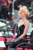 Het model van de blonde met fantasievol kapsel royalty-vrije stock fotografie