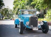 Het Model van de doorwaadbare plaats een Open tweepersoonsauto op de Uitstekende Parade van de Auto Royalty-vrije Stock Foto's