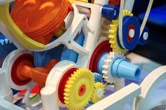 Het model van een interne die verbrandingsmotor van plastiek op een 3d printer wordt gemaakt Royalty-vrije Stock Afbeeldingen
