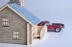 Het model van het huis en autostuk speelgoed Royalty-vrije Stock Afbeeldingen