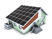 Het model van het huis met polystyreenblok en zonnepaneel Stock Foto's