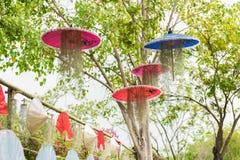 Het modelleren met paraplu en Spaans Mos Stock Afbeeldingen