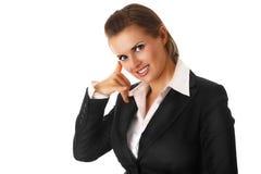 Het moderne bedrijfsvrouw tonen telefoneert me gebaar Stock Fotografie