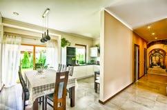 Het moderne beeld van HDR van de keuken brede hoek Royalty-vrije Stock Afbeeldingen