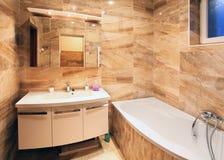 Het moderne binnenland van de huisbadkamers Stock Afbeeldingen