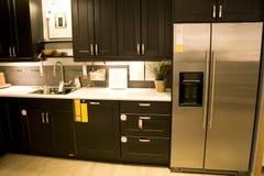 Het moderne binnenland van de huiskeuken stock afbeeldingen