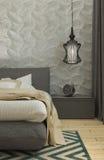 Het moderne binnenland van de slaapkamerzolder Stock Afbeeldingen