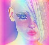 Het moderne digitale kunstbeeld van het gezicht van een vrouw, sluit omhoog met kleurrijke abstracte achtergrond Royalty-vrije Stock Foto