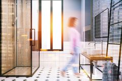 Het moderne grijze idee van de badkamersdecoratie, doucheonduidelijk beeld Stock Foto's