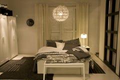 Het moderne meubilair van de huisslaapkamer stock afbeeldingen