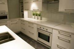 Het moderne ontwerp van het keukenbinnenland royalty-vrije stock foto