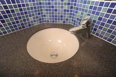 Het moderne ontwerp van het wasbassin Royalty-vrije Stock Foto's
