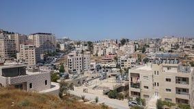Het moderne panorama van Jeruzalem Architectuur van flat en bureaugebouwen in heilige ciity Jeruzalem stock foto's