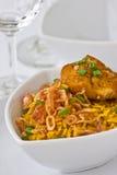 Het moderne Thaise voedsel, de rijst van de Saffraan met chiken Stock Foto