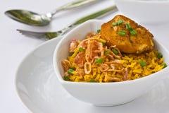 Het moderne Thaise voedsel, de rijst van de Saffraan met chiken Royalty-vrije Stock Fotografie