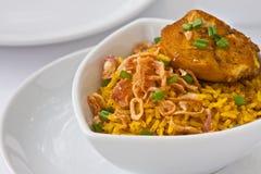 Het moderne Thaise voedsel, de rijst van de Saffraan met chiken Stock Afbeelding