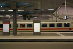 Het moderne trein aankomen Royalty-vrije Stock Fotografie