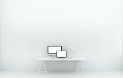 Het moderne witte binnenland van het bureaubureau met computer en apparaten 3D r Stock Foto
