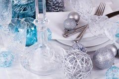 Het modieuze blauwe en zilveren Kerstmislijst plaatsen Stock Afbeeldingen