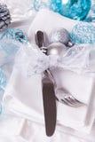 Het modieuze blauwe en zilveren Kerstmislijst plaatsen Royalty-vrije Stock Fotografie