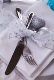 Het modieuze blauwe en zilveren Kerstmislijst plaatsen Royalty-vrije Stock Afbeeldingen