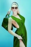 Het modieuze blondeschoonheid stellen Stock Fotografie