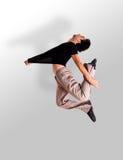 Het modieuze moderne balletdanser springen Stock Fotografie