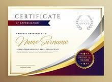 Het modieuze ontwerp van het certificaatmalplaatje in gouden thema royalty-vrije illustratie