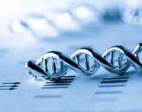 Het moleculaire, model van DNA en van het atoom in het laboratorium van het wetenschapsonderzoek royalty-vrije stock foto