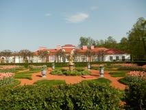 Het Monplaisir-Paleis in Peterhof Heilige-Petersburg Rusland Stock Foto