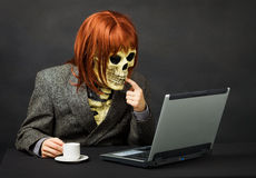 Het monster heeft toegang tot netwerk Internet Royalty-vrije Stock Afbeeldingen
