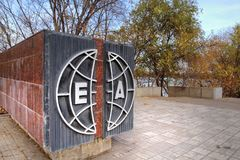 Het monument 'Europa-Azië 'in Magnitogorsk-stad, Rusland stock foto