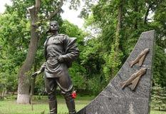 Het monument aan de beroemde vlieger Assu Ivan Kozhedub in Kiev stock foto's