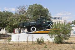 Het monument aan de militairen van automobilisten op de straat van de tweede bewaakt Leger in de stad van Evpatoria, de Krim stock afbeelding