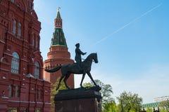 Het Monument aan Georgy Zhukov Arsenaaltoren van Moskou het Kremlin stock fotografie