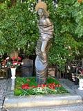 Het monument aan Russische songwriter, zanger, dichter en acteur Vladimir Vysotsky bij Vagankovsky-begraafplaats opende op 12 Okt stock foto's