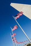 Het Monument en de vlaggen van Washington Stock Afbeelding