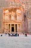 Het Monument en het plein van de schatkist in antieke stadsPetra Royalty-vrije Stock Afbeeldingen