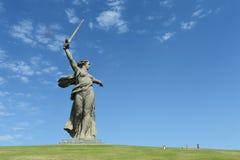 Het monument het Vaderland roept van Mamaev Kurgan in Volgograd stock afbeelding