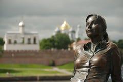 "Het monument ""Tired tourist† in Grote Novgorod, Rusland Stock Afbeelding"
