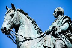 Het monument van Charles III op Puerta del Sol in Madrid, Spanje stock foto's