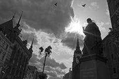 Het monument van Copernicus van Nicolaus in Torun Stock Fotografie