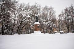 Het monument van de enige vrouwelijke Eerste minister van India Indira Gandhi in Moskou, Rusland stock foto's